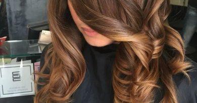 słony karmel włosy
